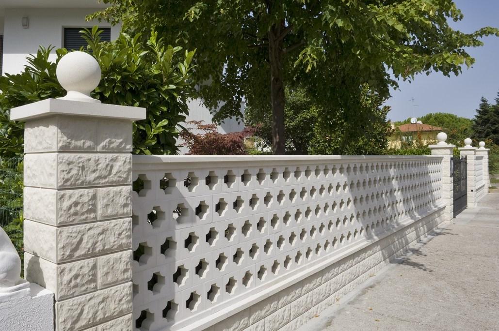 Recinzioni cemento recinzioni for Elementi da giardino