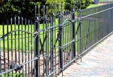 Recinzioni in ferro recinzioni for Arredo giardino in ferro