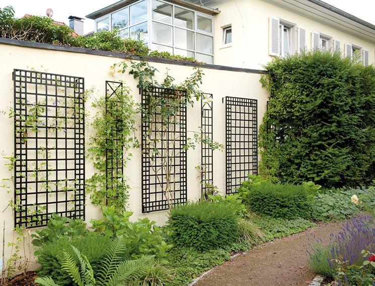 Grigliati in ferro grigliati per giardino tipologie di for Grigliati in ferro per terrazzi