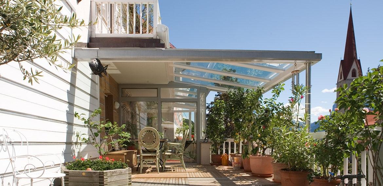 Casa moderna roma italy tettoie in legno per terrazzi - Verande su terrazzi ...