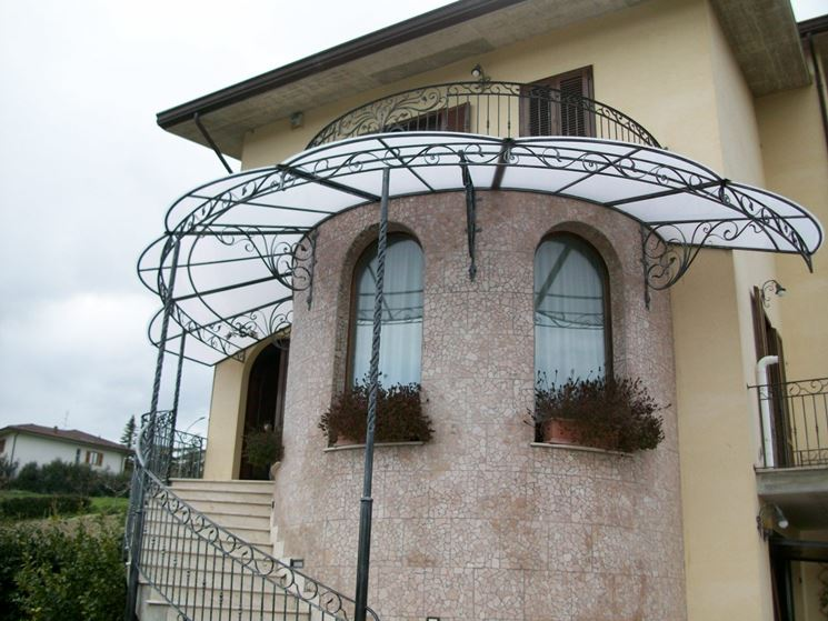 Tettoie in ferro battuto tettoie da giardino tettoie - Scale esterne chiuse ...