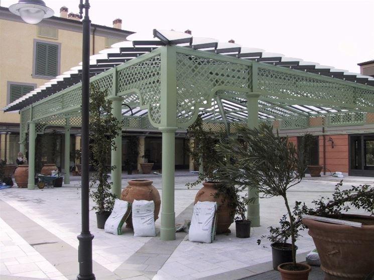 Tettoie per esterni tettoie da giardino for Salotti in ferro battuto per esterni