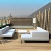 veduta di un terrazzo arreadto con  divani