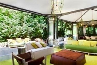 salotto da giardino verde