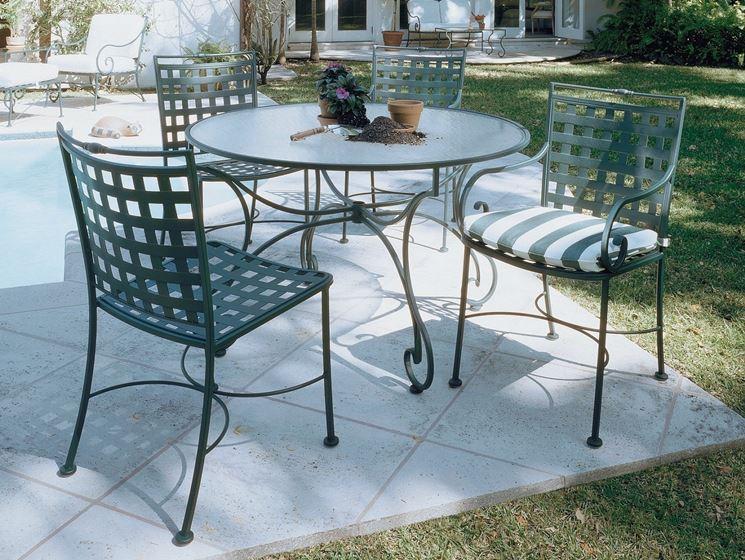 Tavoli da giardino in ferro tavoli per giardino tavoli for Decorazioni in ferro per giardino