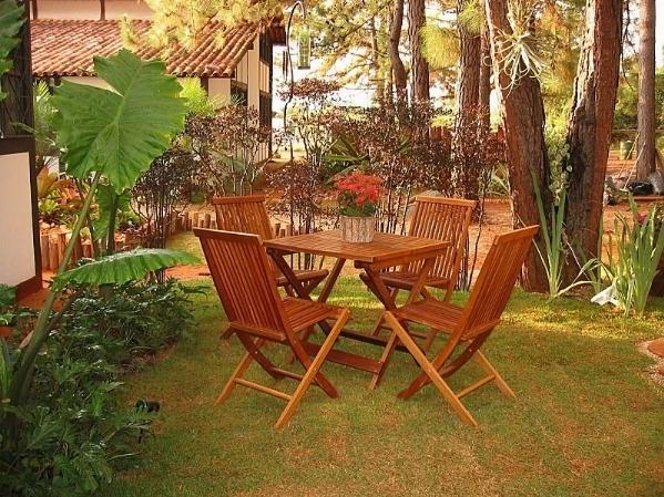 Tavoli da giardino in legno tavoli per giardino for Sedie giardino esterni