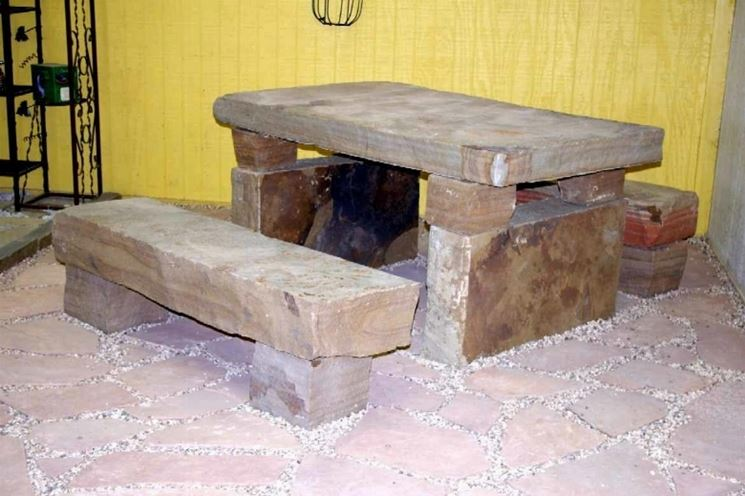 tavoli da giardino in pietra