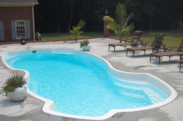 piscina in vetroresina