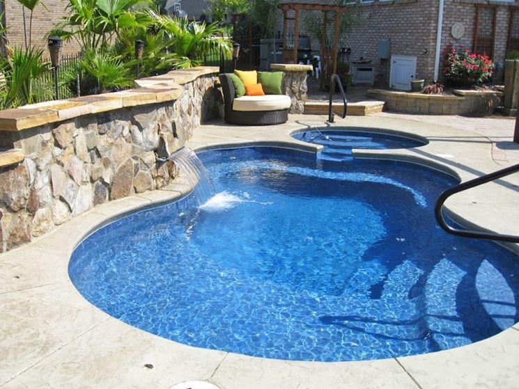 installazione piscina in vetroresina