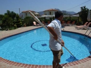 Pulizia piscine piscine for Pulizia piscina