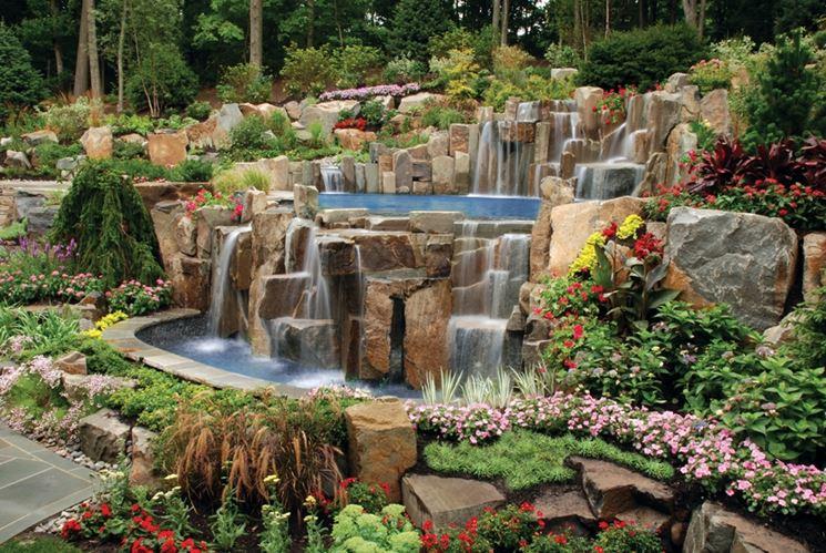 giardino con cascata