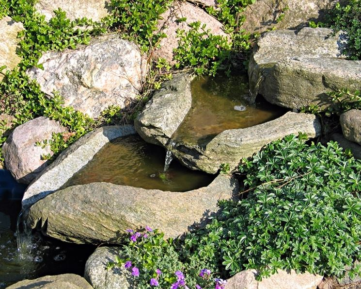 cascata giardino in pietra